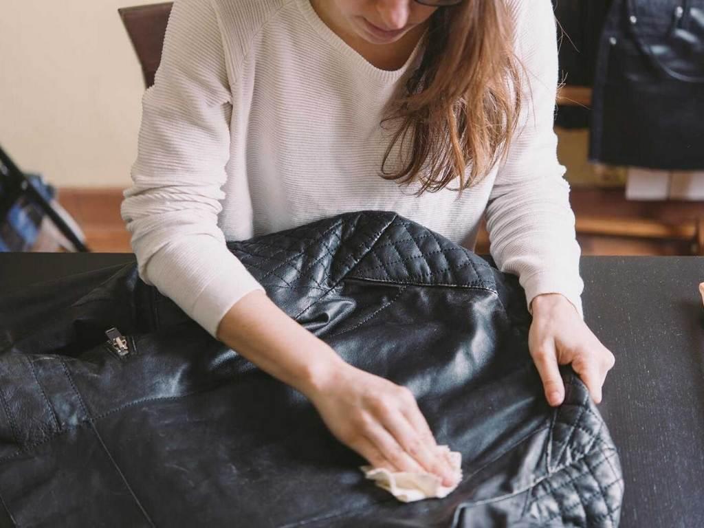 Cách giặt khô áo da tại nhà
